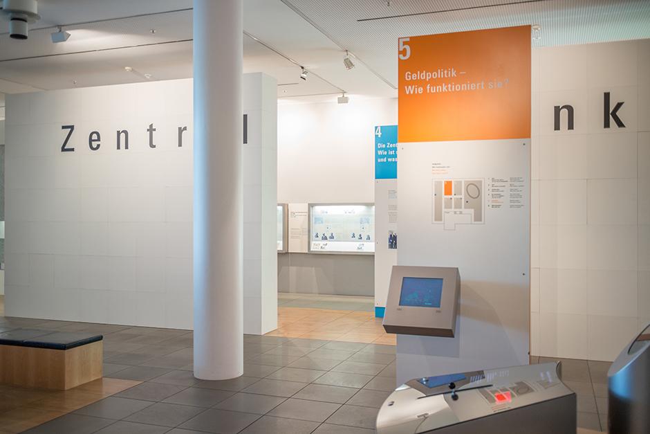 Ausstellungsdesign. Ausstellungsarchitektur, Ausstellungswände.