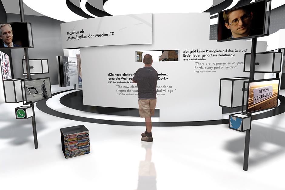 Ausstellungsarchitektur. Person vor Grafiken an der Wand.