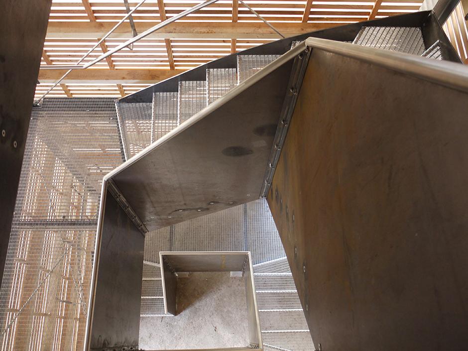 Ausstellungsarchitektur. Treppenaufgang innerhalb des Turms.