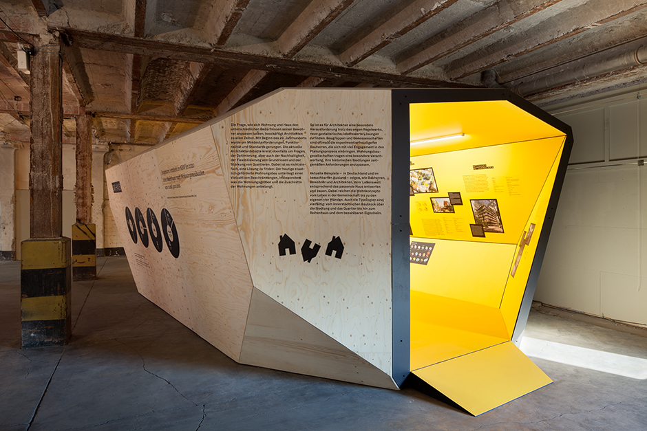 Ausstellungsarchitektur. Begehbarer Ausstellungskörper, Aussen, Holz.