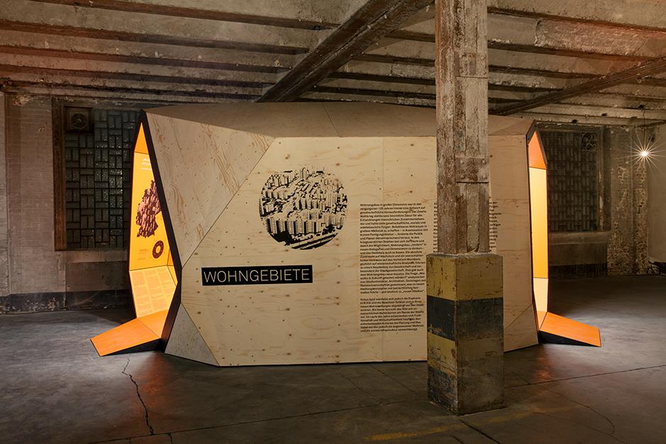 Ausstellungsarchitektur. Begehbarer Ausstellungskörper, Aussen. Holz