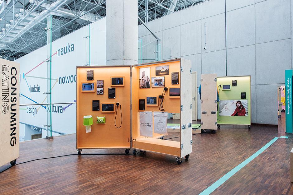 Ausstellungsgestaltung. Mobile Vitrinen in Kofferform.